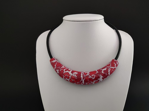 Collier « plastron » rouge