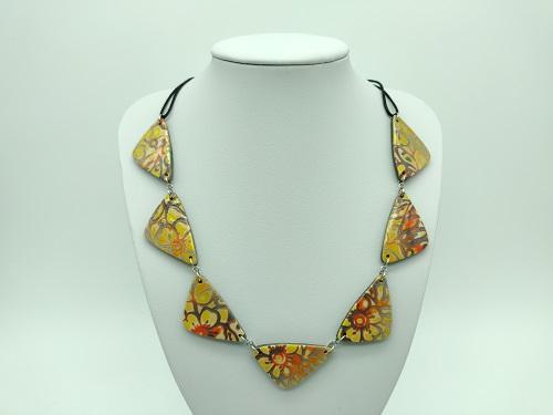 Collier jaune triangle