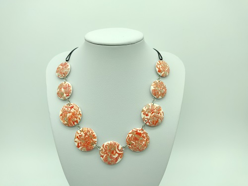 Collier orange kaki rond