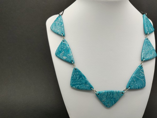 Collier pétrole turquoise triangle