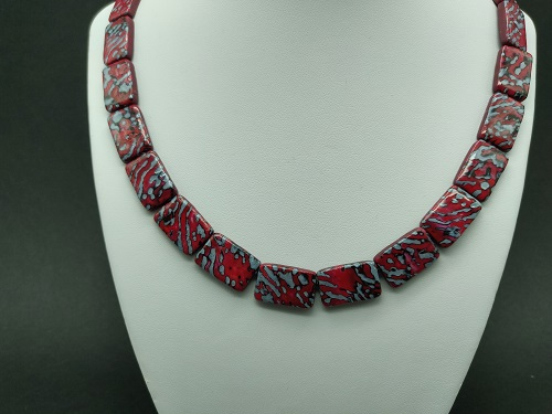 Collier rouge rectangle
